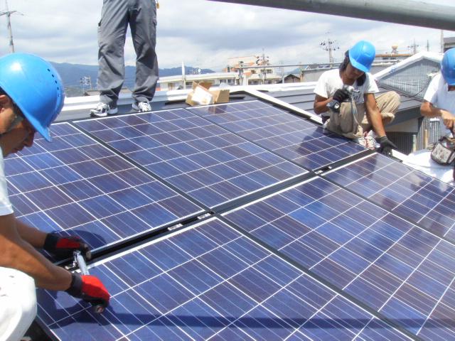 太陽光パネル取付工事始めました。
